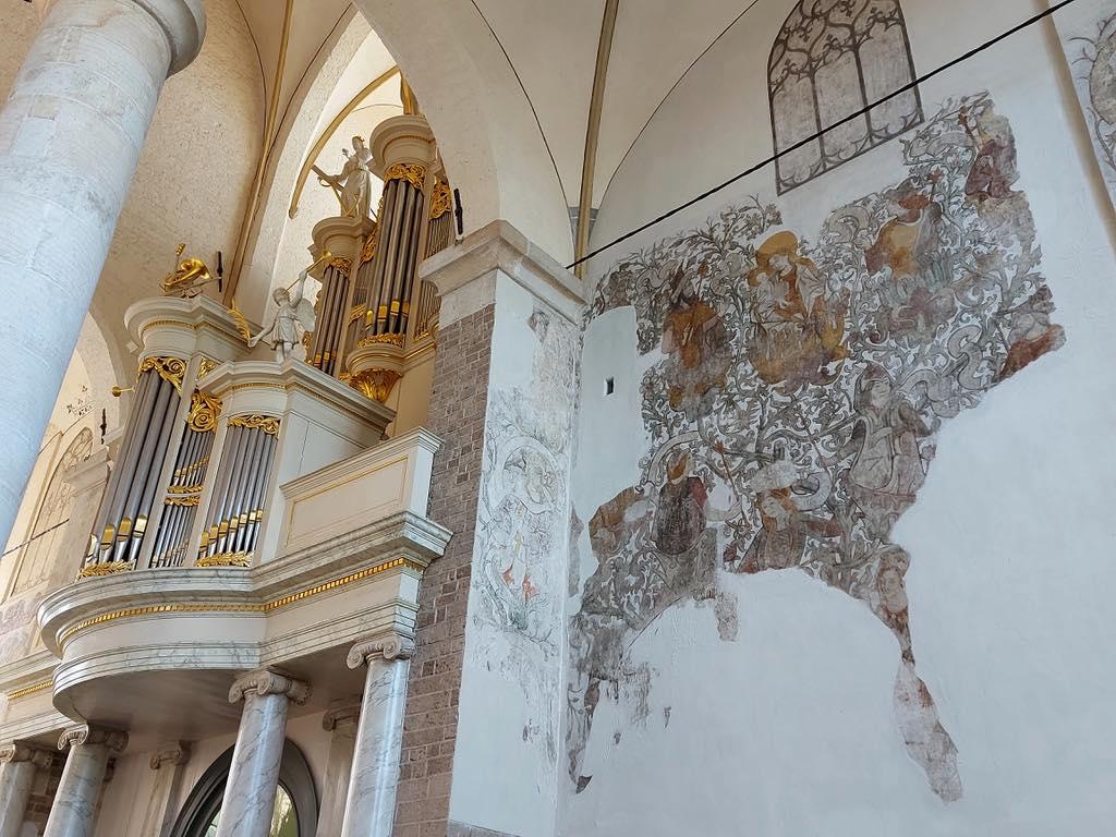 ニコラス教会の壁